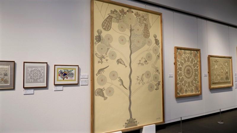 たばこと塩の博物館「ミティラー美術館コレクション展 インド コスモロジーアート 自然と共生の世界」/展覧会レポート