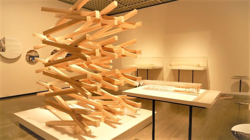 東京国立近代美術館「隈研吾展 新しい公共性をつくるためのネコの5原則」展覧会レポート