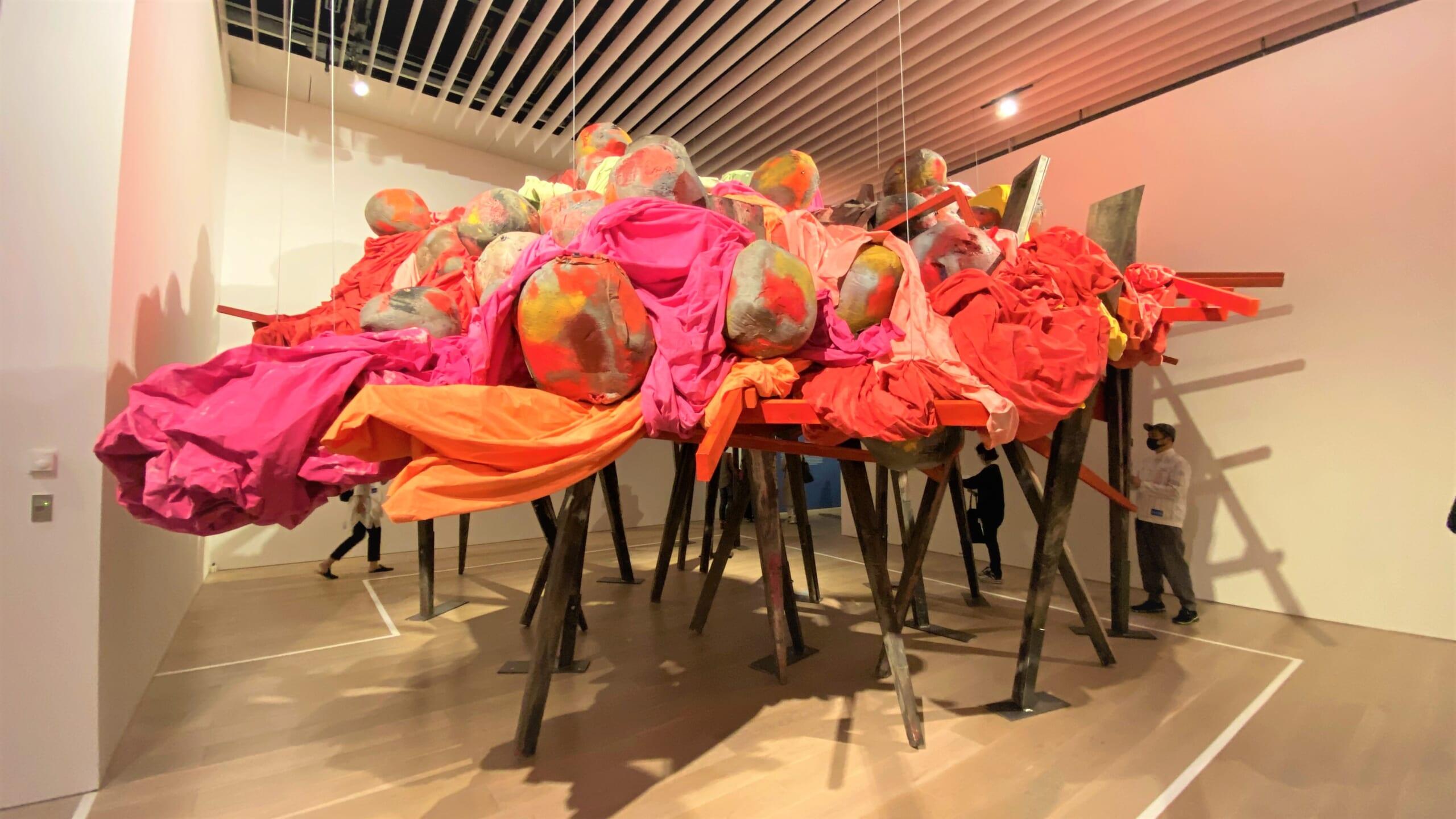 森美術館「アナザーエナジー展:挑戦しつづける力―世界の女性アーティスト16人」/展覧会レポート